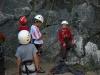 Les plus jeunes au pied de la falaise